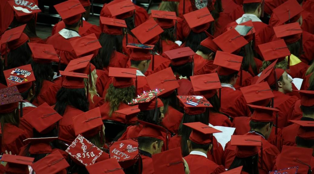 graduates-351603_1920